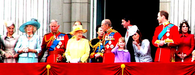 The British Royal Family on the balcony of Buckingham Palace, 16 June 2012, Carfax2 edit